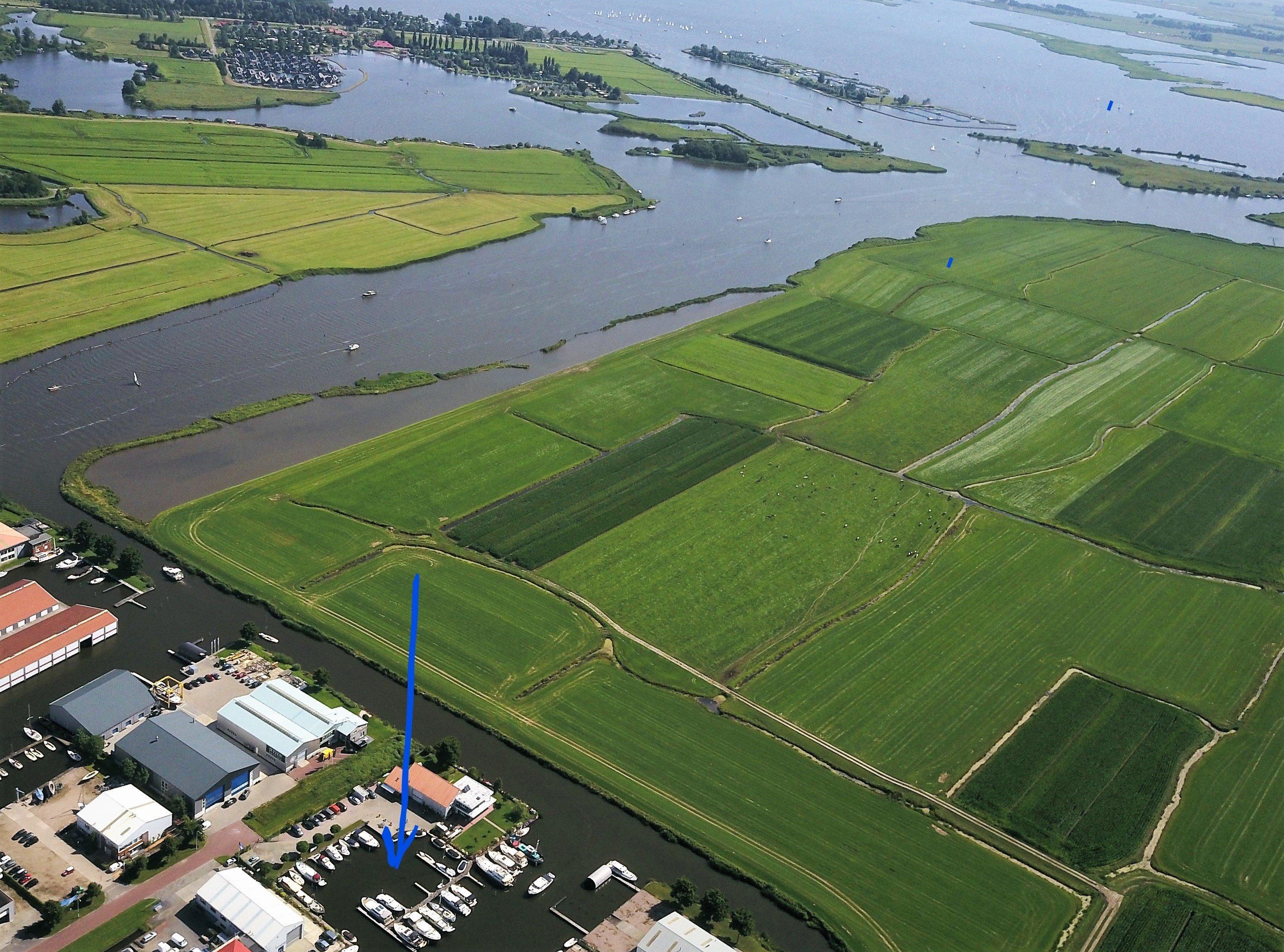 Haven met Ligplaatsen en Houkesoot plus Sneekermeer